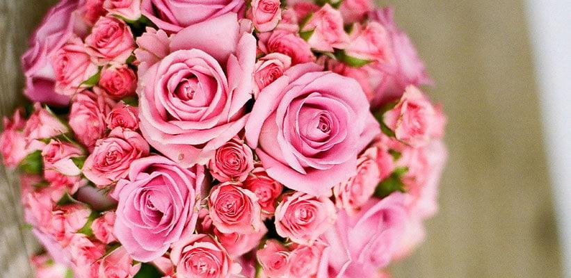 זר ורדים ורודים עגול