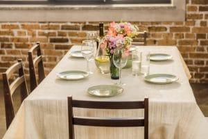 פרחים לשבת מיוחדים על שולחן