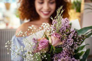 סידור פרחים לבת מצווה