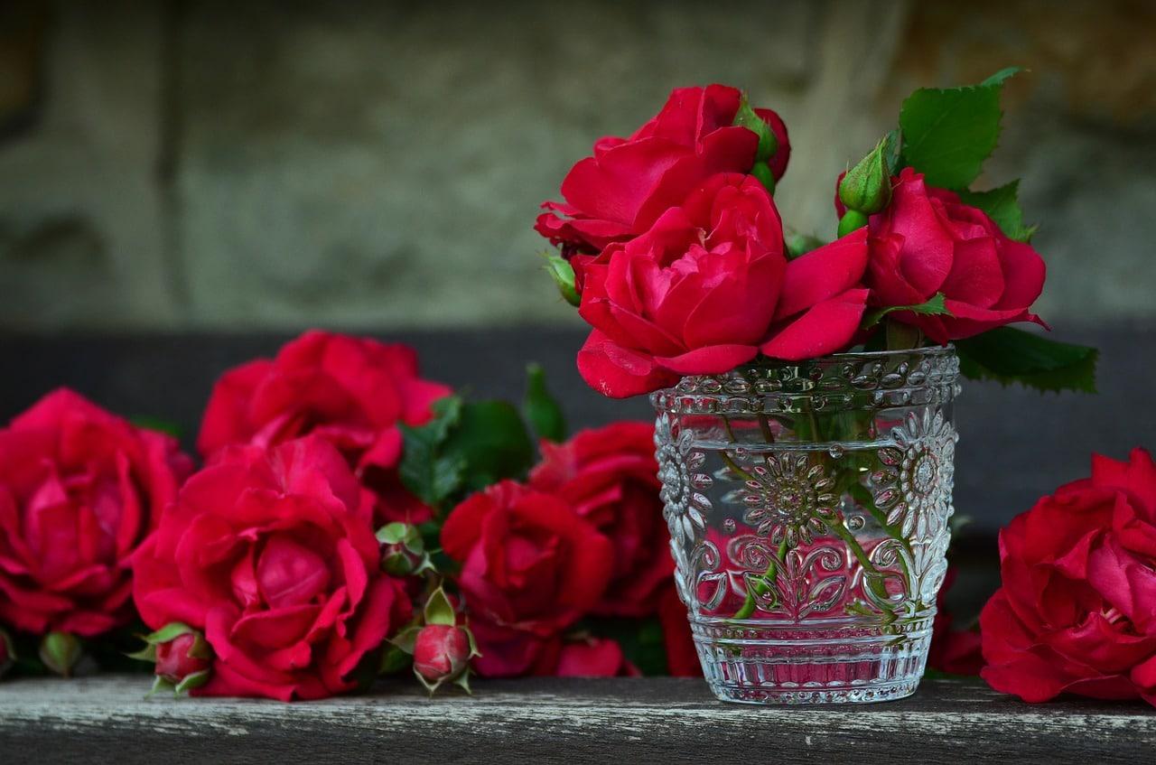 תמונה של סידור פרחים ורדים
